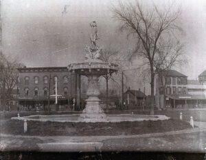 Seventh+Street+Park+Fountain2--Monthie